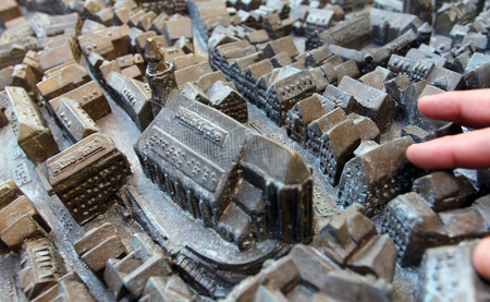 We often see models and maps of navigable spaces. However, accumulating evidence suggests that our spatial memory is not structured this way. The bronze model of the Old Town stands in front of the Tübingen City Museum. Copyright: Universitätsstadt Tübingen