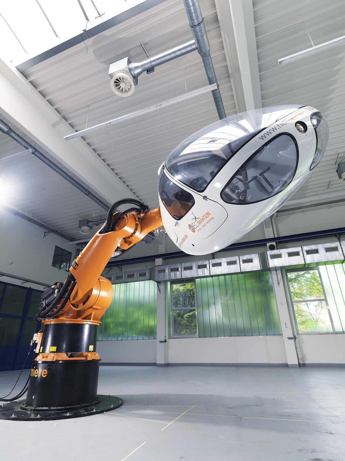 Heli Aviation GmbH together with KUKA Roboter GmbH and the Max Planck Institute for Biological Cybernetics will be presenting a concept study for a new helicopter flight trainer at the ILA. (Photo: Jo Teichmann)